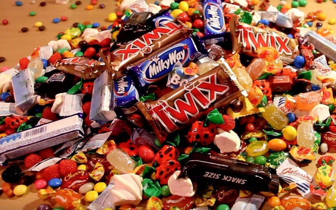 #ЦБС #культураРФ #культура73 18 октября отмечают  Всемирный день конфет. В середине осени все сладкоежки мира устраивают праздник живота и наслаждаются сладостями всех сортов и мастей. https://t.co/vclLCG2kpT