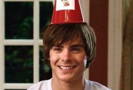 C\è chi ha avuto la prima crush adolescenziale con Zac Efron e chi mente  Happy birthday Zac