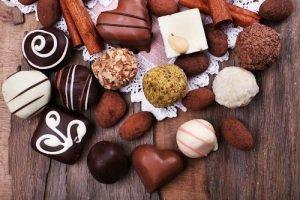 18 октября отмечается праздник всех, кто неравнодушен к сладостям. Всемирный день конфет объединил не только тех, кто не может отказать себе в удовольствии съесть любимую конфету, но и тех, кто имеет непосредственное отношение к процессу производства этого лакомства. https://t.co/0OXt4fg9I9