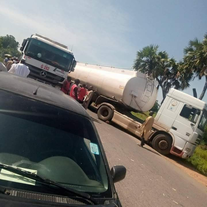 Tanker drivers have blocked Mayo Belwa - Jada road in Adamawa state this morning because men of Nigeria police have beaten up their colleague to pulp for refusing to give them a jerry can of petrol. Retweet till they see it #EndSARS #BetterTogether