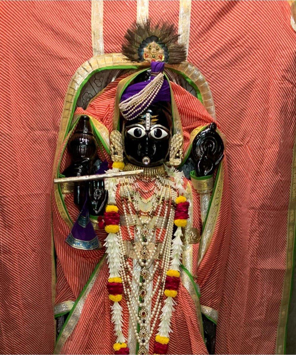 """I am the Beginning, Middle and End of Creation"" - Shri Krishna 🙏  #Krishna https://t.co/Po5PoR2RbJ"