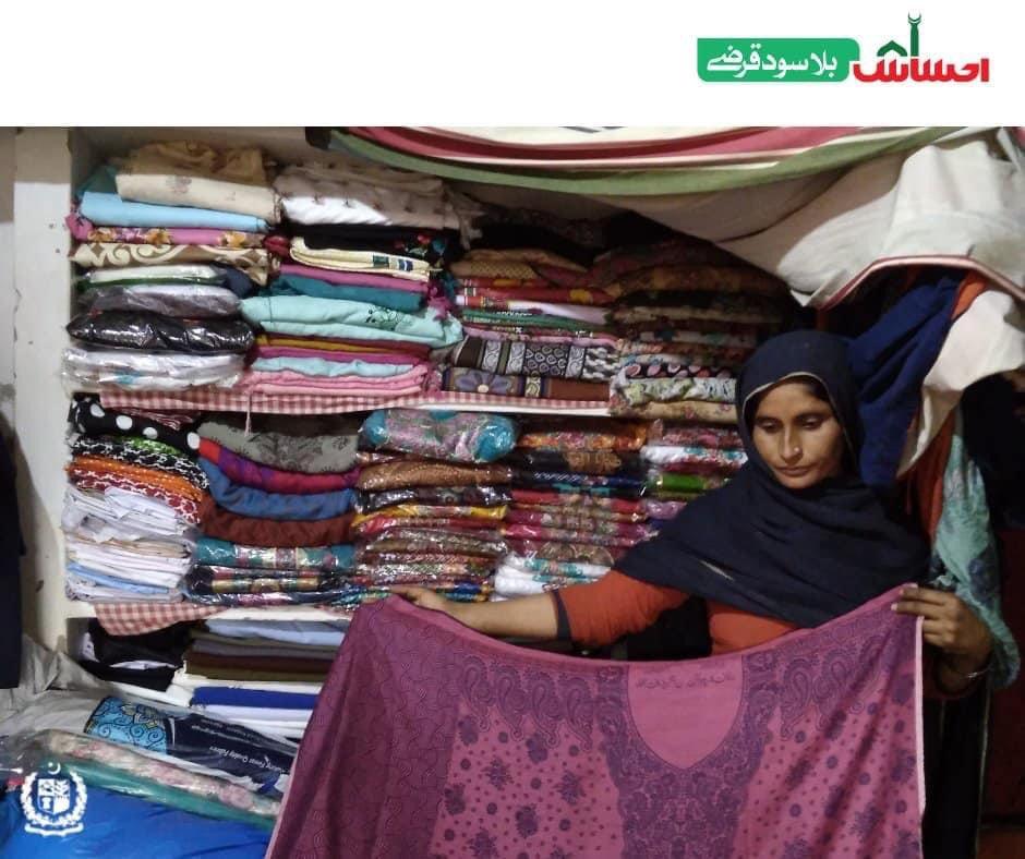 Tasleem Mai, an #EhsaasInterestFreeLoan beneficiary from Dunyapur has set up a cloth shop to generate income for her family.  #Ehsaas #EhsaasByPMIK #Ehsaasstories #EhsaasSabKa https://t.co/wludwhNBca