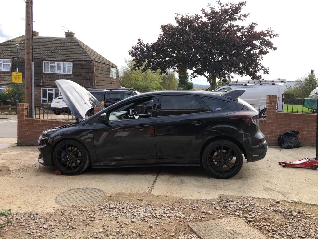 New rear brakes all fitted #focusrs #fordperformance #rsmk3 https://t.co/a0UU2XfdUr