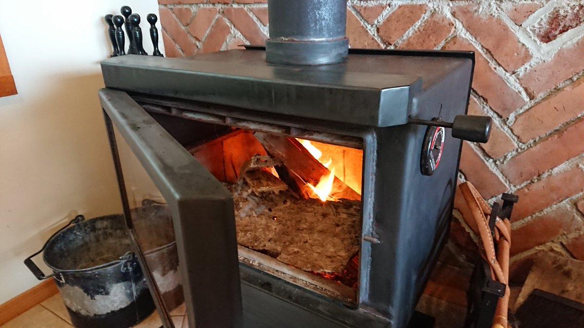 友達が泊まりで遊びに来ので、夕飯はスペアリブに。 rubをすり込んでから、リンゴジュースとマーマレードのソースで時間をかけて焼いたら、おいちかった。 Moys garden #スペアリブ #rub #umami #ウェーバーグリル #webergrills #バーベキュー #キャンプ飯 #キャンプ #outdoor #outdoors #アウトドア https://t.co/VOAAgjomCa