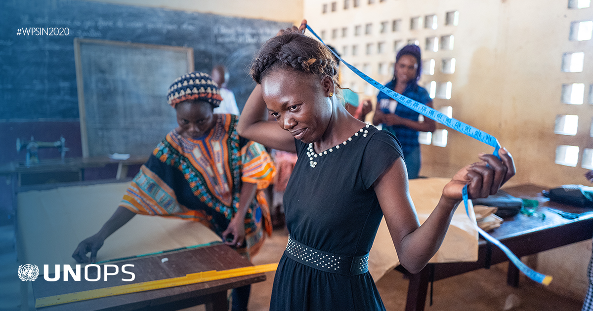 To reduce violence and help stabilize the Central African Republic, communities are trading in their weapons for a chance at living in peace: https://t.co/phNoRWlmXr | @UN_CAR #WPSin2020 #UNSCR1325 https://t.co/6dU23sRLQm