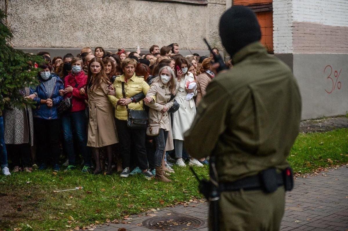 Minsk: demonstrace za svobodu Praha: demonstrace za svobodu Btw: tahle vláda je u moci hlasy těchto lidí, kterým stačilo před obličejem opakovat slovo migrant. https://t.co/gwIvdmWR0W