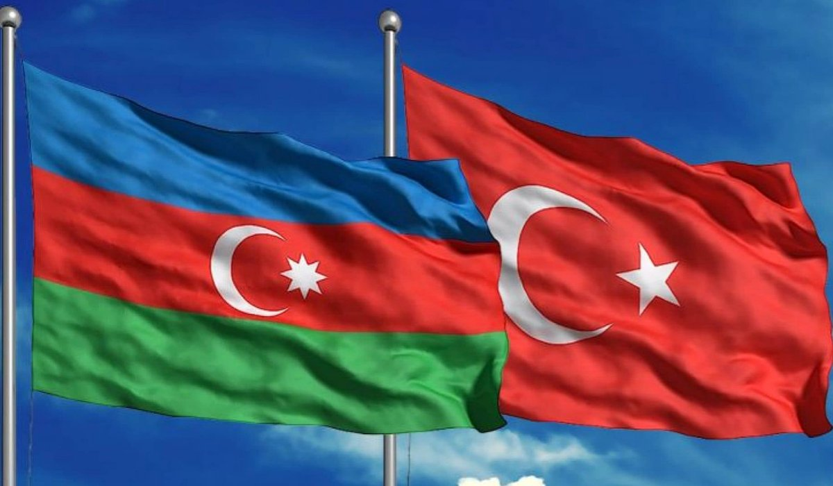Dost ve kardeş #Azerbaycan halkının 18 Ekim Bağımsızlık Günü kutlu olsun 🇦🇿🇹🇷 https://t.co/wk2yEaZ8ds