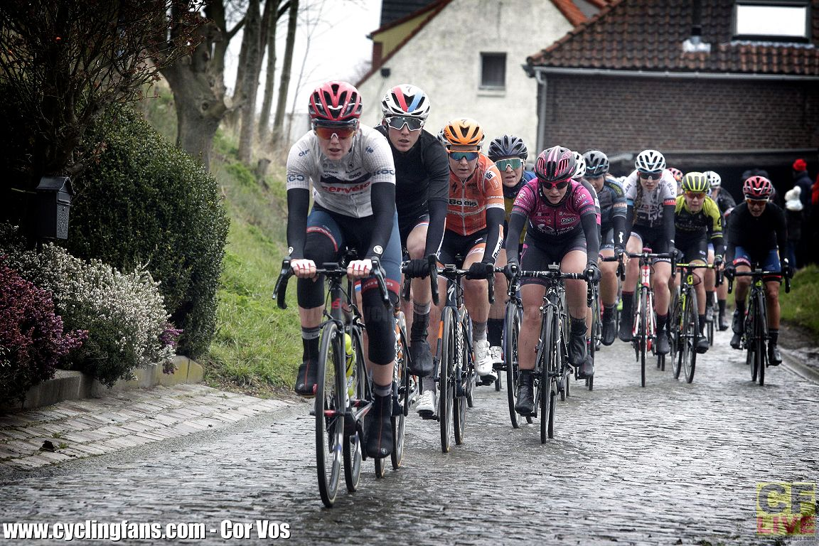 Also LIVE now: Tour of Flanders women's race live video, tracking and ticker + Start Lists+ https://t.co/tOMZj96ZZS https://t.co/mKUTVUqkCq