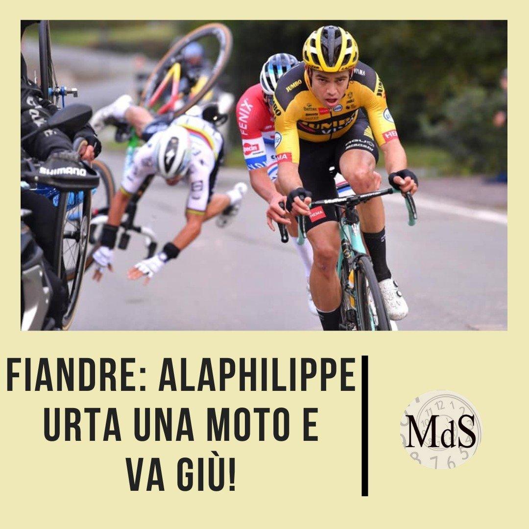 Clamoroso al Giro delle fiandre, il campione del mondo Alaphilippe in gita con Van Aert e Van der Poel urta una moto e va a terra. Corsa finita per lui. #GirodelleFiandre #Alaphilippe #VanderPoel https://t.co/01icDBxtIC