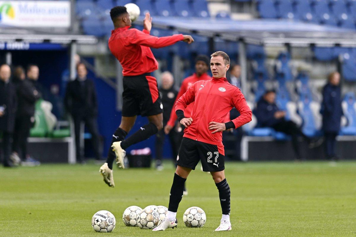 PSV is zonder Eran Zahavi (corona), maar met debutant Mario Götze in de basis begonnen aan de uitwedstrijd bij PEC Zwolle. Volg hier ons liveblog https://t.co/Fp1LG99RHF https://t.co/1jniIY9ydd
