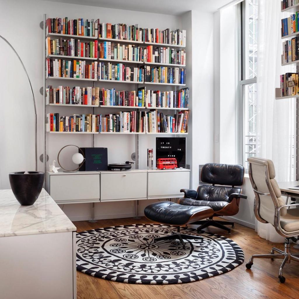 We're loving the look of the Eames Lounge Chair and Ottoman in Nina Barnieh Blair's space. And with that bookshelf, we'd simply never leave! Shop the Eames Lounge to create your own book nook today. https://t.co/7XcTS27e8e #hmathome https://t.co/e33bDV3PTE