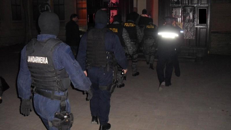 La data de 17 octombrie, începând cu orele 22.00, polițiști din cadrul Inspectoratului de Poliție Județean Neamț, împreună cu celelalte structuri ale M.A.I.  #cumatrie #mascati https://t.co/DEZp4ysEwJ https://t.co/6ulQxxLGh7