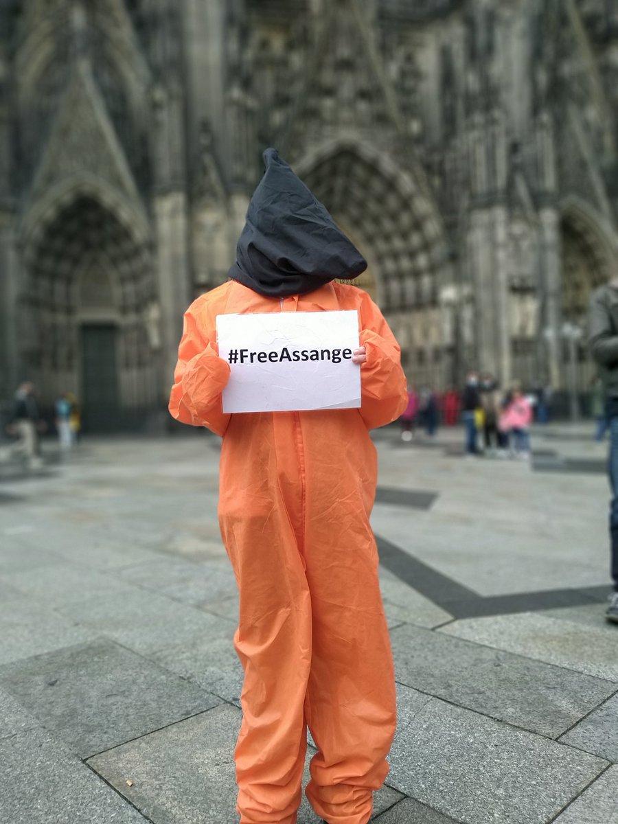@HeikoMaas cc @GydeJ @hrw @amnesty  @pritipatel @BorisJohnson  Vielen Dank auch für Ihre klare Haltung, Prinzipienfestigkeit und für die EU Sanktionen gegen #Großbritannien wegen der massiven Menschenrechtsverletzungen gegen Julian #Assange!   #FreeAssange #StopTheShowTrial https://t.co/JNyk4egBwt