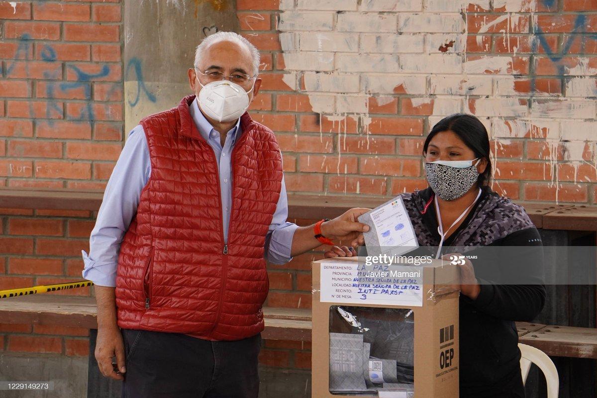 Carlos Mesa presidential candidate of Comunidad Ciudadana votes in Centro de Capacitacion Inti Phaxsi  as Bolivians head to the polls after postponement due to COVID-19 pandemic. 📷: Javier Mamani #CarlosMesa #BoliviaElections #EleccionesBolivia2020 https://t.co/FCRHBlHZMo