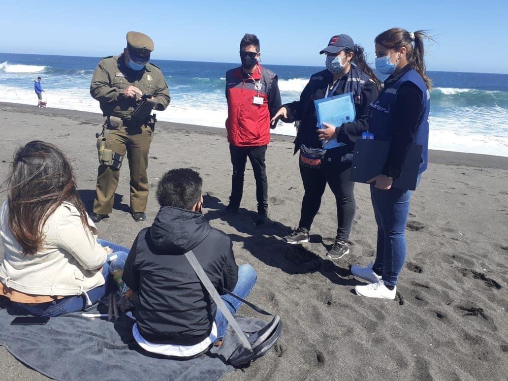 #CVNahora... en #Pelluhue, costa sur del #Maule, continúan las fiscalizaciones al correcto uso de mascarilla y distanciamiento físico en las playas de la comuna. https://t.co/nkf12vu7cZ