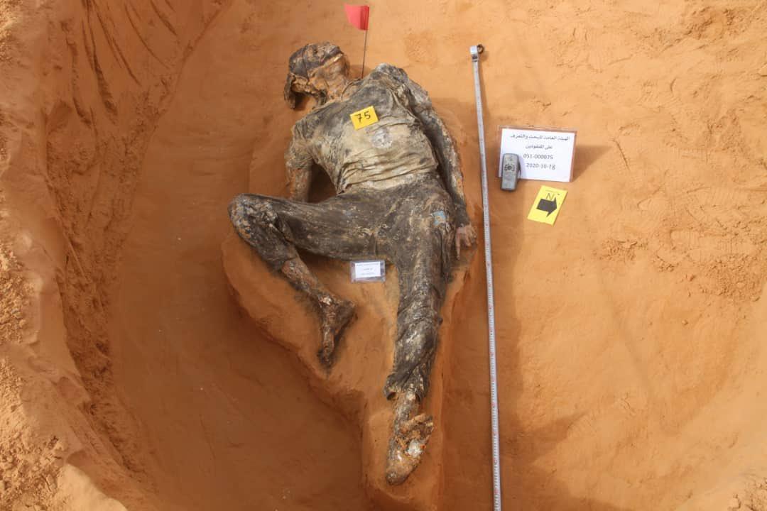 #عملية_بركان_الغضب: صور مؤلمة تُظهر  انتشال 12  جثة اليوم بعد اكتشاف 5 مقابر جماعية جديدة بمشروع الربط #ترهونة   وصل عدد المقابر الجماعية المكتشفة في #ترهونة الى 16 مقبرة جماعية  #انتصرت_طرابلس #سرت_تعود #لن_نعود_للقيود  #ليبيا https://t.co/zvORG7B6jK
