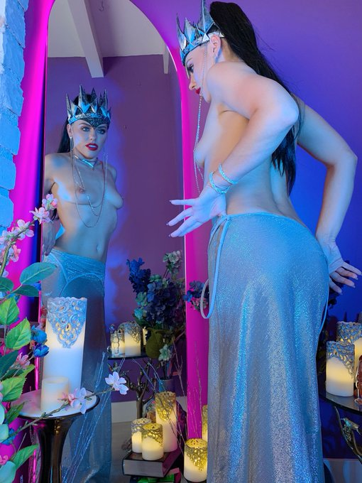 4 pic. 👑 Queen Rivanna wants you to check out her LIVE show posted for #free on https://t.co/swxOph2QHn