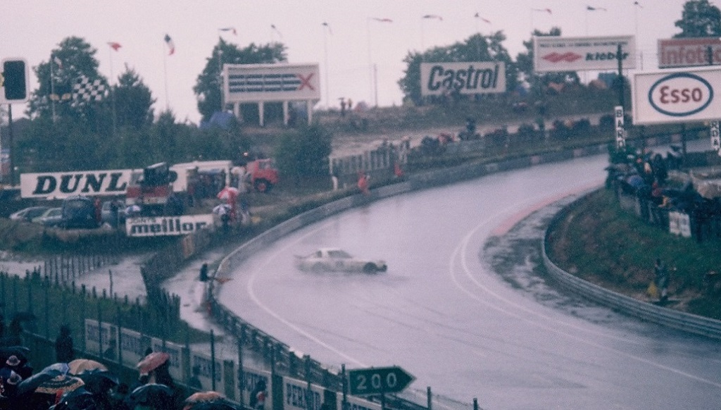 #FunnySunday  And dancing in the rain ! Solo-Hutchins-Honnegger Mazda-RX7 1980 - #LeMans24 📷 by Thierry Le Bras https://t.co/PBWLGdR905 https://t.co/O8deRXitkA