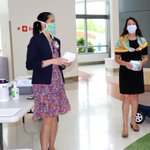 Image for the Tweet beginning: Wearing a mask reduces virus