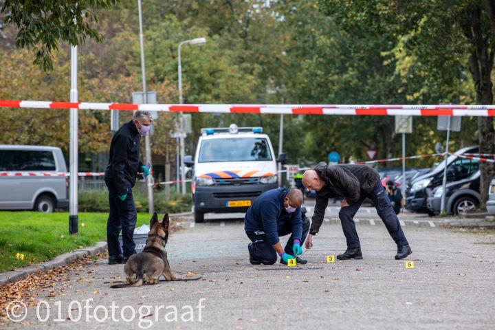 20 rechercheurs onderzoeken schietpartij aan de Vechtstraat in Ridderkerk...  Lees verder >>  https://t.co/xoDH1rjCA4 https://t.co/QgJyIv9kBC