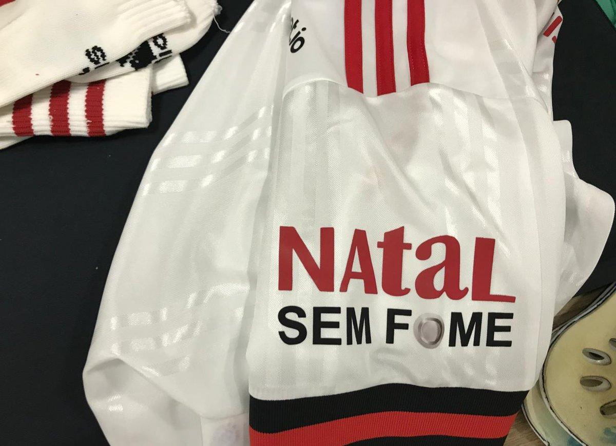 No jogo desta tarde, o Flamengo vai entrar com a logo do Natal Sem Fome na manga do Manto Sagrado em parceria com a @acaodacidadania. Todas as camisas serão leiloadas e o dinheiro será destinado à campanha! Saiba mais: bit.ly/3nZJu3g #CORxFLA #VamosFlamengo