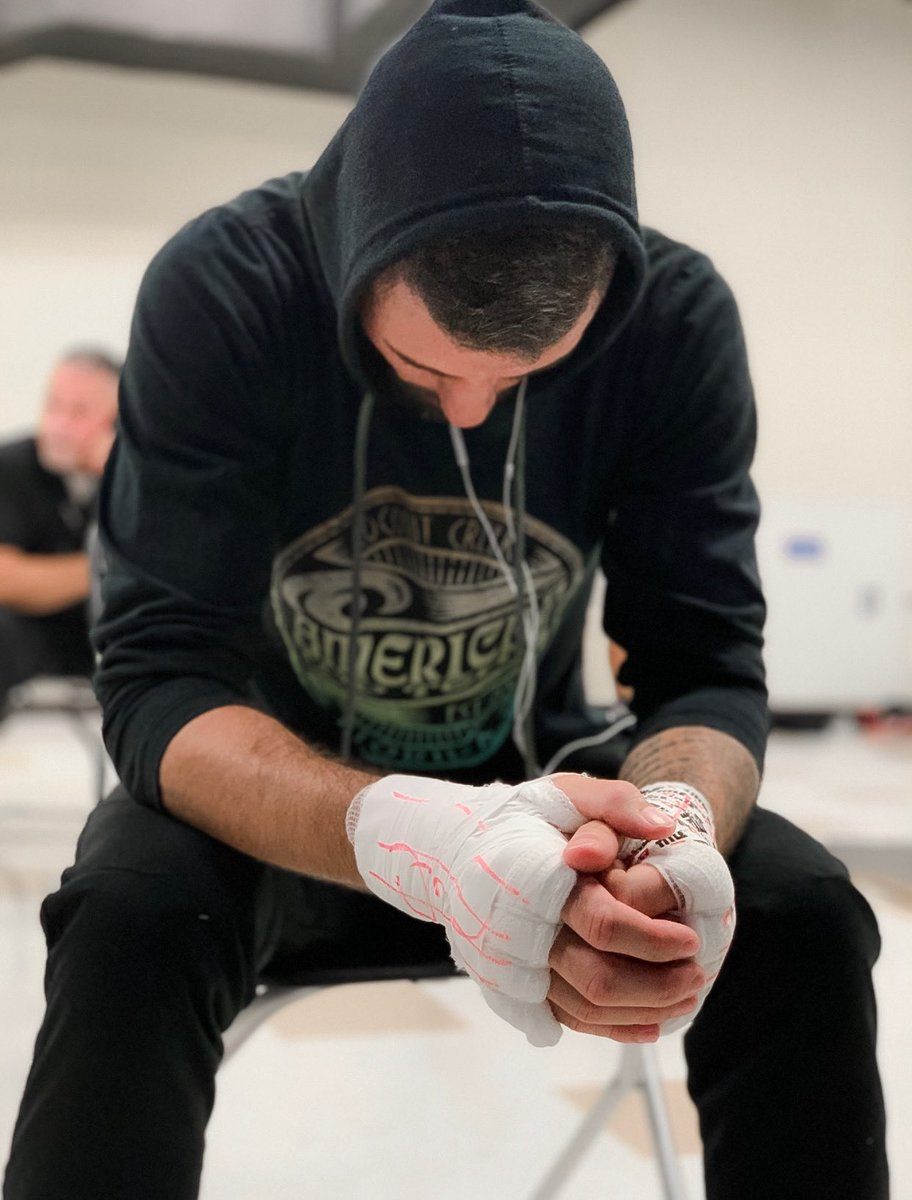 Missing that feeling before you walk out to battle #mma #muaythai #boxing #beastmode #champion #kickboxing #grappling #fitness #fitnessmotivation #fitnessaddict #americantopteam #winner #photooftheday #life #instamood https://t.co/kWcHXwGB11