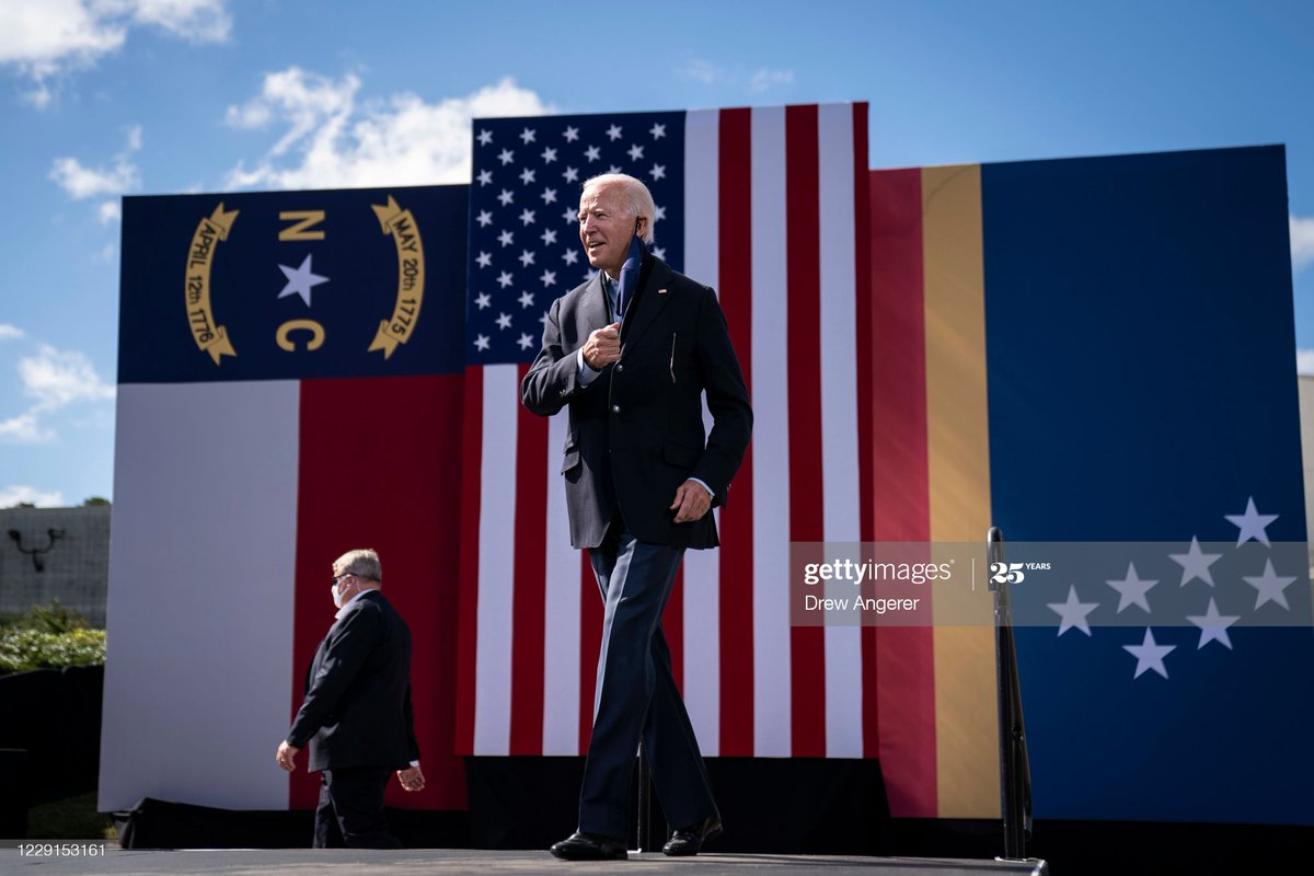 Supporters listen while sitting atop their car as Democratic presidential nominee #JoeBiden speaks during a drive-in campaign rally at Riverside High School in Durham, North Carolina 📸: @drewangerer #Election2020 https://t.co/XpLUPQOEYn