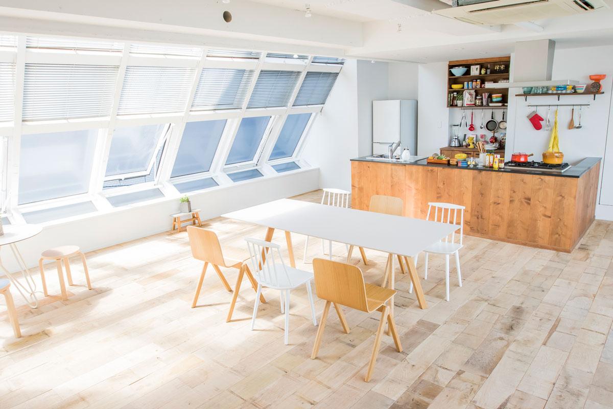 #食欲の秋 。料理シーンに最適な #ダイニングキッチン のある #ハウススタジオ をご紹介。 #コロナ禍 の影響で自宅での #料理 シーン撮影も増えました。料理のシーンや食事シーンに最適なハウススタジオ& #ロケ地 の特集です。  【ダイニングキッチンのあるハウススタジオ】 https://t.co/lWomRNYvhY https://t.co/pIAtBNgSR9