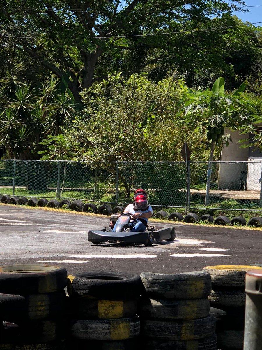 Hoy nos tocó probar la pista 🏎 Go Kart !!! #FelizDomingoATodos https://t.co/aNHzla3sQS