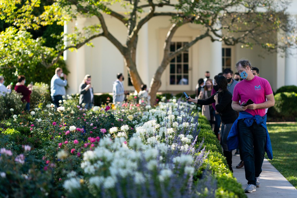 What a pleasure to see children, families & others enjoy the beauty of the South Lawn & #WhiteHouse gardens during the annual #FallGardenTours. Autumn is a beautiful season at the @WhiteHouse & @POTUS & I hope you enjoyed your #WHGarden visit!
