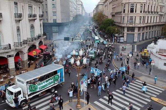 #Politica 🏛] En el interior del Gobierno se vivió con decepción el fracaso de la marcha virtual del 17 de Octubre. 👉 (Link: https://t.co/hAPFWQSW3b) https://t.co/9dCQNn9k96