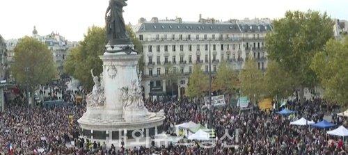'프랑스 교사 참수' 추모 집회 수만 명 모여...