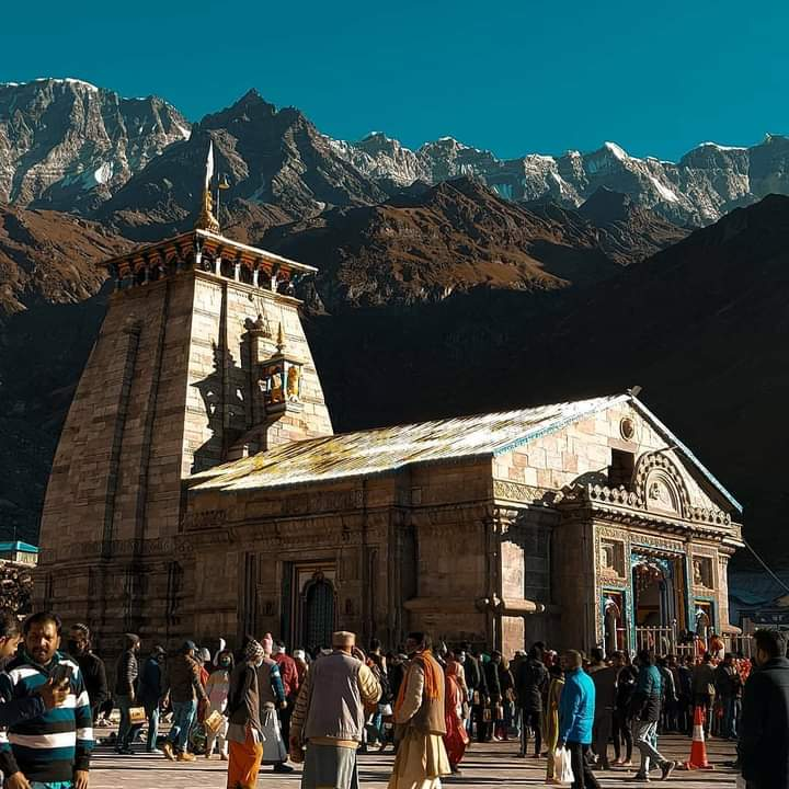 Fire is His head, the sun and moon His eyes, space His ears, the Vedas His speech, the wind His breath, the universe His heart. From His feet the Earth has originated. Verily, He is the inner self of all beings. #हर_हर_महादेव 🙏  #Kedarnath_Temple #Uttarakhand https://t.co/no0aVPEmpG