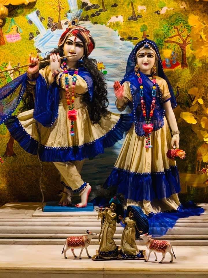 Todays Mangal Aarti Darshan of #shrishriradhavrindavanchandra  @ulhasnagar centre @AnandVrindavan Dham  For more details contact on- +91-7066727666 +91-9284826810  #radharani #krishna #jaganath #gaurnitai #narsinghdev #shrimadhusudanbapuji #damodardas #blessings #morningvibes https://t.co/5EWOW2LTTv