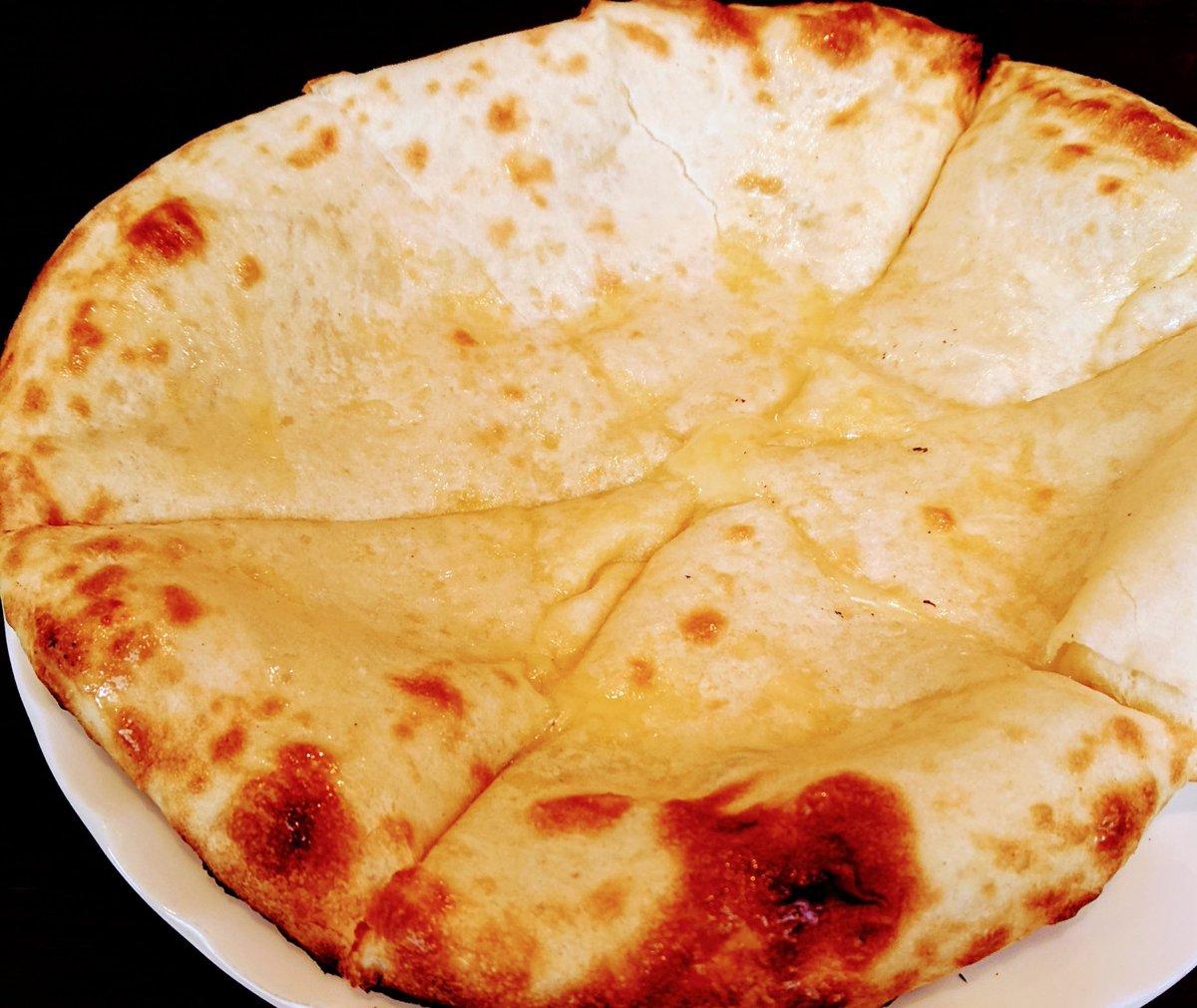 他人んちでインドカレーのご相伴にあずかり、お礼に作ったチーズナン結構いい感じに焼けたの💛🧡💛。 #ひとん家のランチ #お昼ごはん #カレーの写真は撮り忘れ #チーズナン🧀 https://t.co/ln87Dc7yrE