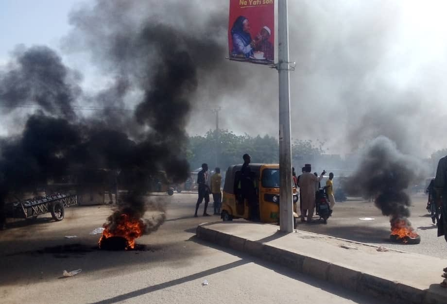 Protest is currently going on in Kano around Kofar Mata area, following the death of Saifullah - a 17-year-old in police custody in the morning. The protest against police brutality erupted after it was learnt that Saifullah was allegedly tortured to death by the police. #EndSARS