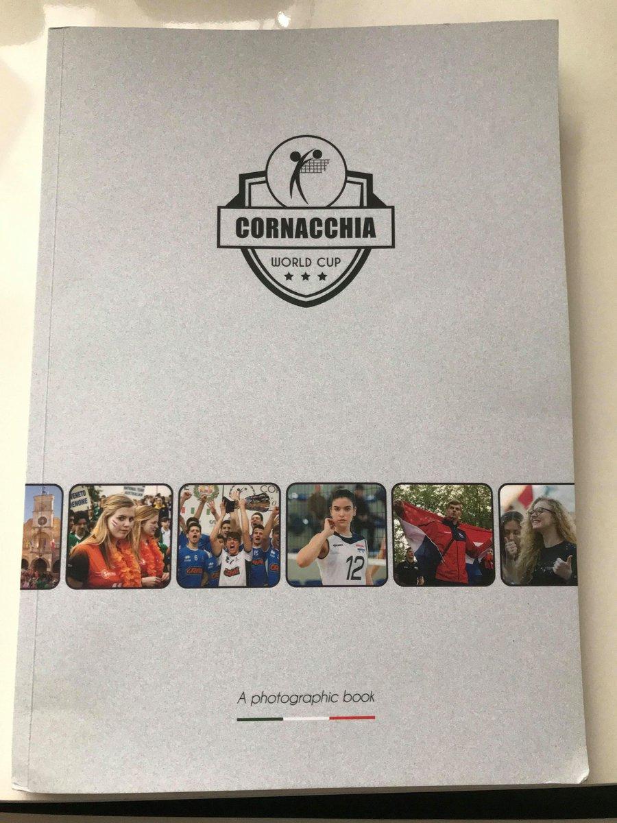 イタリアからのお届け物パート2。  昨年初出場し、優勝する事ができたCORNACCHIA WORLD CUPのアルバムが送られてきた。  友人のSTEFANO CORNACCHIAがわざわざ手作りして送ってくれました。  オープニングは街中をパレード。  世界各国の仲間と繋がる場は今後も大切にしていきたい。 https://t.co/QVqZ25tMzr
