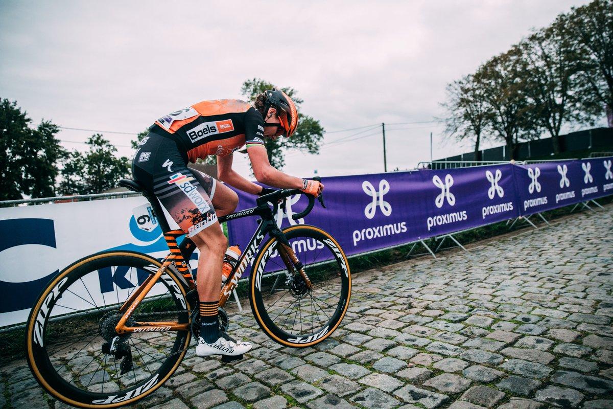 Doppio podio! Chantal van den Broek e @AmyPieters  - @boelsdolmansct , in sella alla S-Works Tarmac SL7, terminano prima e seconda al Giro delle Fiandre! @RondeVlaanderen  | Foto: @tornanti_cc  | Scopri la Tarmac - https://t.co/UIARfCBvRl https://t.co/2dvHzhKg44