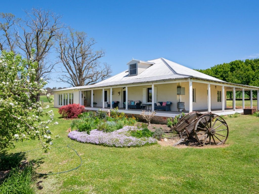 "For Sale: ""Bowenfells"" - Hallmark Homestead on Small Acreage https://t.co/IxRr6Oh2ht  ""Bowenfells"" is a hallmark 1837 pise homestead on small acreage in the Central Tablelands, just 30 minutes from Bathurst. #nsw #trunkeycreek #forsale #farmproperty #realestate https://t.co/yFaGRQf334"