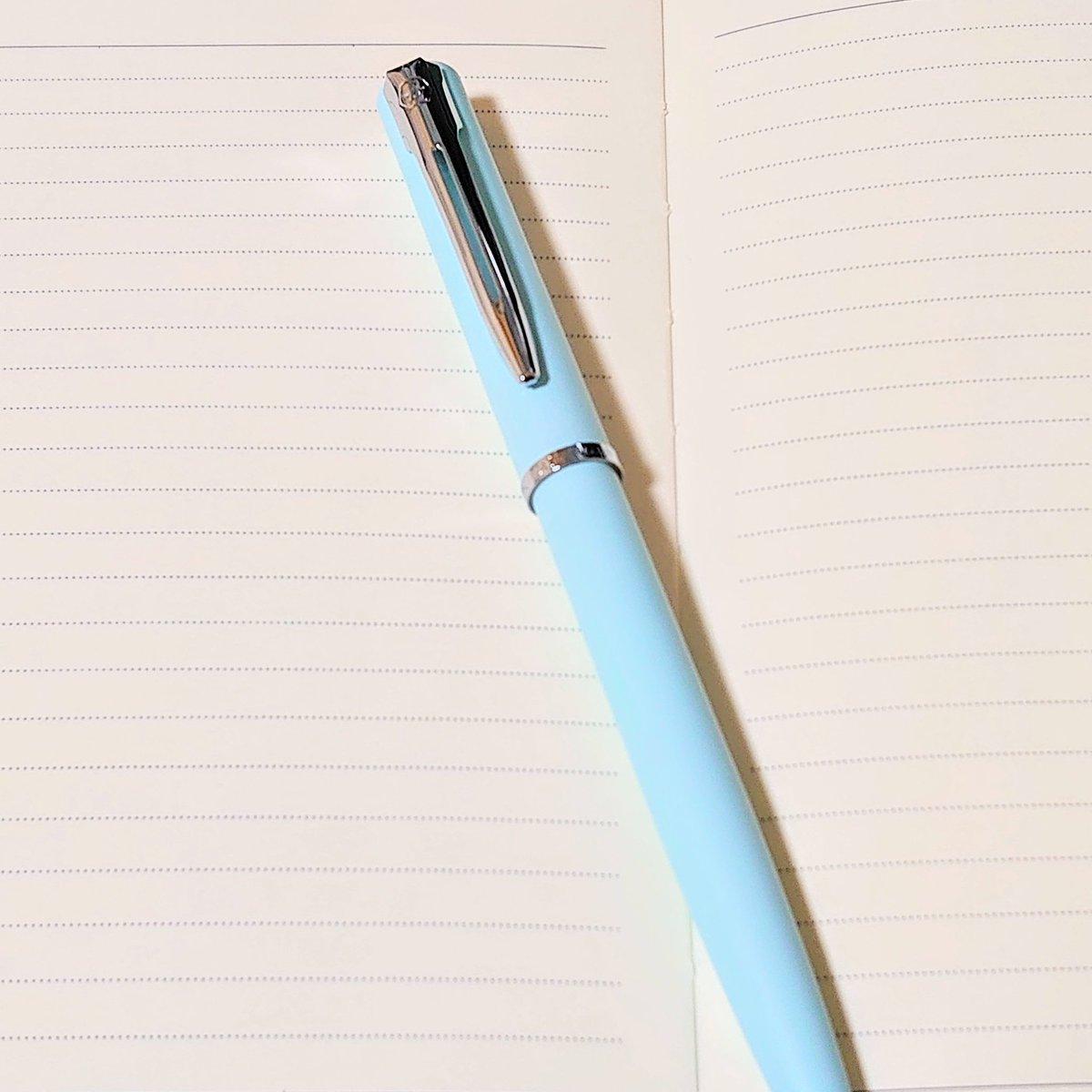 WATERMAN Allure 手帳用にWATERMANの低価格帯のペン初めて使ってみてるけれどいい感じ♪  書きやすくてしっくりくる♪  ただ、このシリーズは塗装が不安かな… 剥げやすいタイプと思う。  ずっとCROSSとSHEAFFERばかり使ってきたけれどWATERMANもいいな~(´∀`*) #Waterman #Allure  #ウォーターマン https://t.co/MY4YrEgH5f