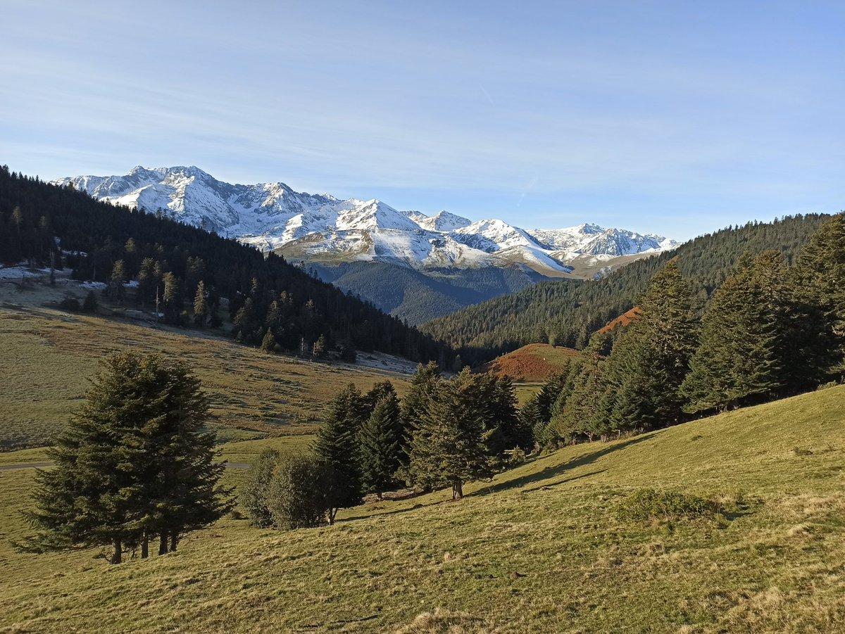 De retour d'un petit week end en montagne la neige était déjà présente sur les sommets. https://t.co/cpNAAMH8n9