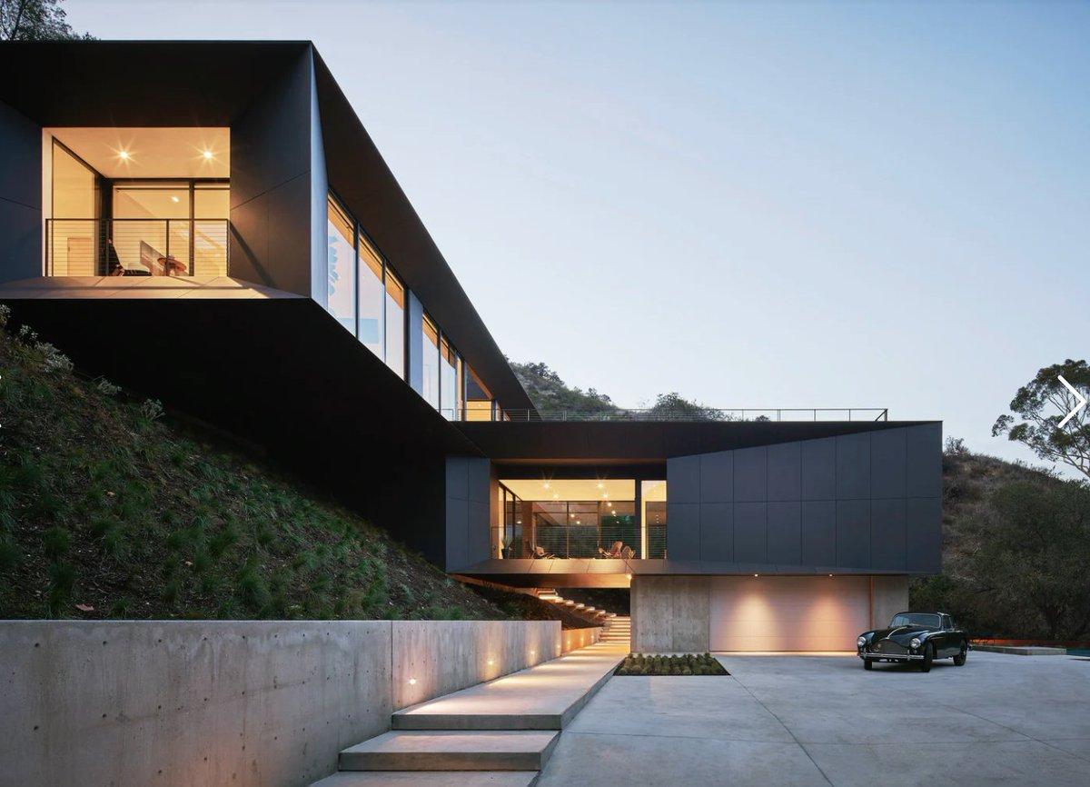 La maison LR2 surplombe Pasadena et ses montagnes adjacentes depuis son perchoir à flanc de colline. Cette nouvelle maison de 4 200 pieds carrés est …