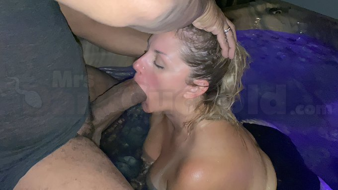 1 pic. YES that's me making sure @shanexxxdiesel enjoys the hot tub! https://t.co/lvbW3Mjm1I