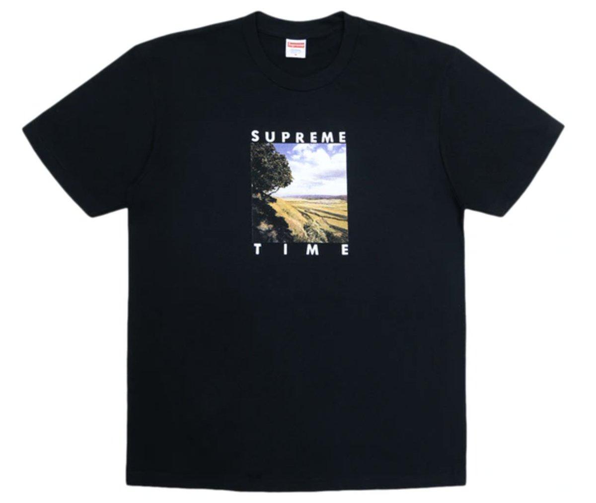 ARASHI's Diary -Voyage- #15松本潤くん 私服 Tシャツ潤くんがsoloistの黒マスクをしてるシーンで着ていたSupremeの黒のTシャツ。やっと見つかりました!草原の中の丘みたいなフォトプリント。#松本潤 #嵐 #ARASHI
