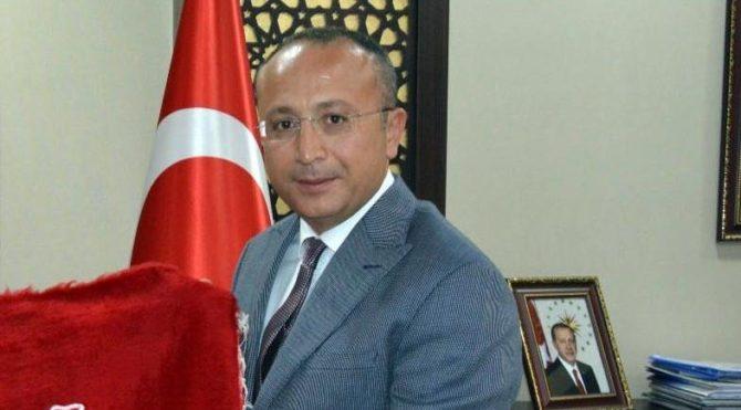 Denizli Valisi Ali Fuat Atik kimdir, nereli? DENİZLİ VALİSİ ALİ FUAT ATİK KİMDİR? Trabzon Nüfusuna kayıtlı 1975 doğumlu Vali Ali Fuat Atik, ilk ve orta öğrenimini babasının memuriyeti nedeniyle değişik vilayetlerde tamamladıktan sonra lisans eğitimini ... https://t.co/n3jAOTwkGU https://t.co/oHqcPc68pC