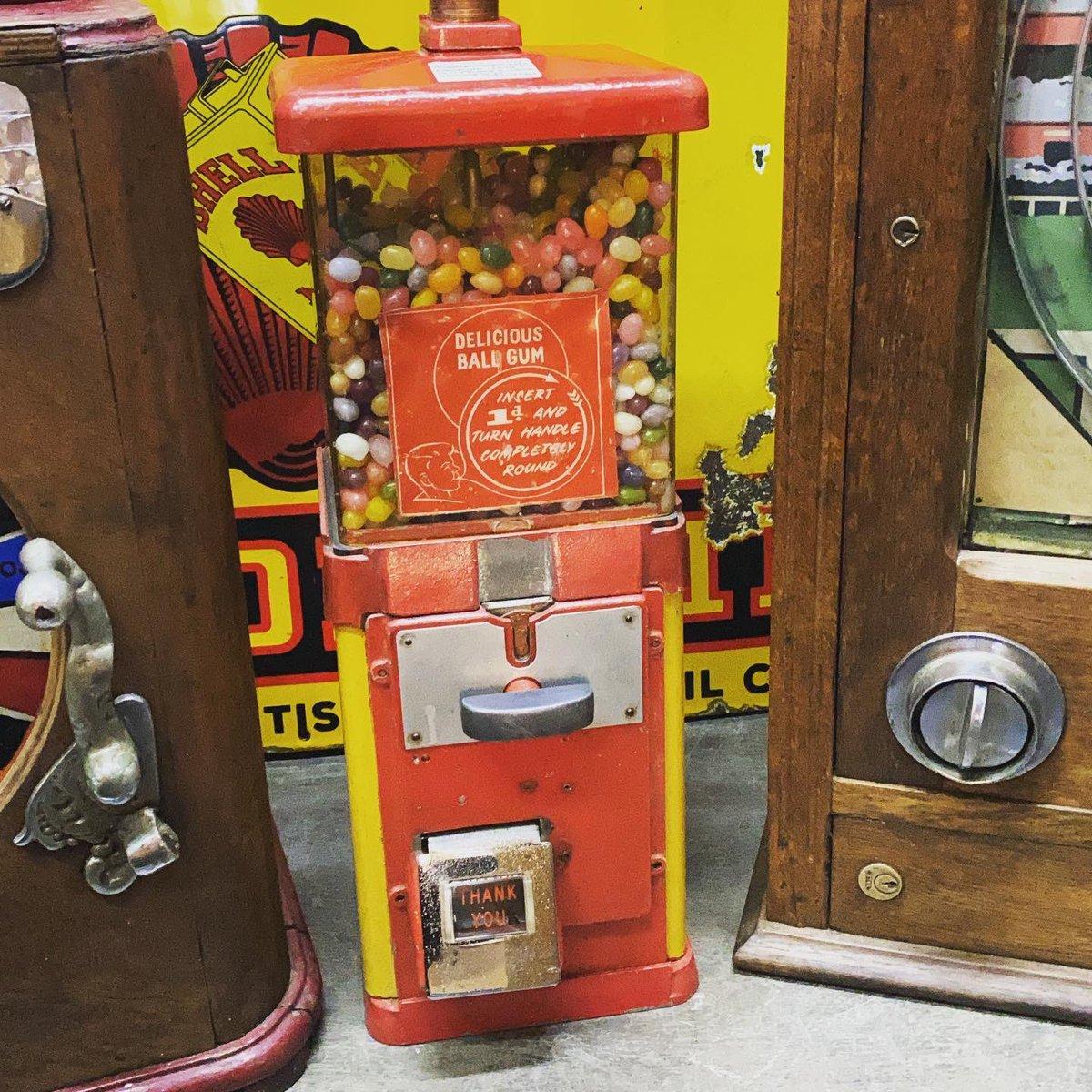 1950's shop bubble gum machine,working order. #1950sshop #vintagebubblegummachine #50s #bubblegum #bubblegummachine #vintageshop #astraantiquescentre #hemswell #lincolnshire https://t.co/lNFhpudDjQ