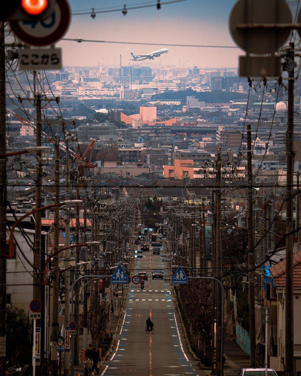 伊丹空港周辺から見る飛行機。