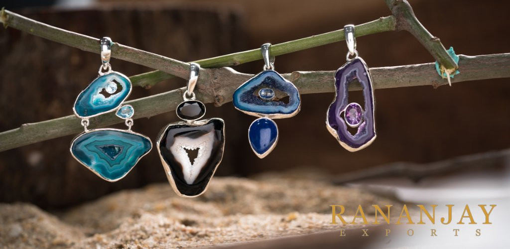Agate pendants are must-haves for your collections, considering the latest trends.   Sign up now... @ https://t.co/15vPcaFRf1  #agate #blueagate #purpleagate #blackagate #agatestone #agatejewelry #agatestonejewelry #pendant #b2b #wholesale #agatependant #RJE #rananjayexports https://t.co/U7Wb0jFcOQ
