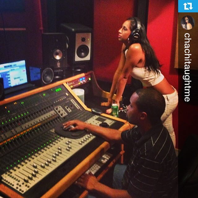 Chachitaughtme in studio cooking   Go here to book a time: https://t.co/mf5uC6vOoL  #studioflow #studiolife https://t.co/CImryDPtaR