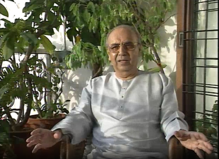 On the #birthday of #Pandit #ArvindParikh, presenting an #archival #video of a #conversation with the renowned #Sitar #maestro, from the #repository of @NCAA_PMU:  https://t.co/WM8Xt27JNU  #ExploreYourArchive #OpenAccess #SharedHeritage #SharedResponsibility #IndianClassicalMusic https://t.co/Wpc8TGsH9z